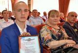 В Братске полицейские наградили школьника за спасение утопающего