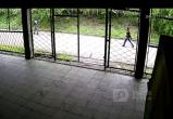 В Братске разыскивают молодых людей, которые похитили два аккумулятора