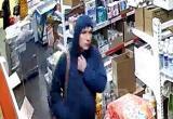 """В Братске ищут мужчину, который за сутки совершил 7 краж в одном и том же магазине """"Хлеб-Соль"""" (ВИДЕО)"""