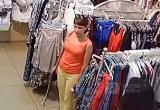 В Братске ищут девушку, которая украла вещи из магазина